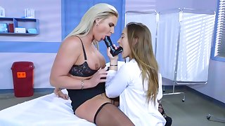 Milf enjoys younger babe for a premium lesbian play