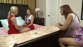 Charming babes have a kiss to prelude their lesbian action at bottom their bed