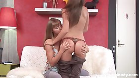Juggy teen is finger fucking wet and yummy pussy of flog day